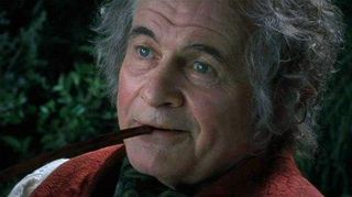 Bilbo_smoking_a_pipe